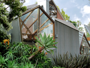 frank-gehry-reconfiguration-of-bungalow-300x225